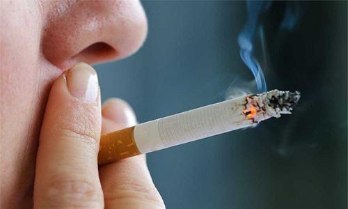 Hút thuốc lá và tắm nước nóng có gây chết tinh trùng?